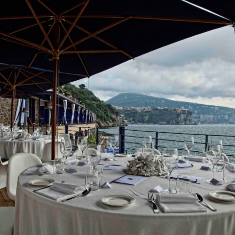 table setting wedding sea side Sorrento