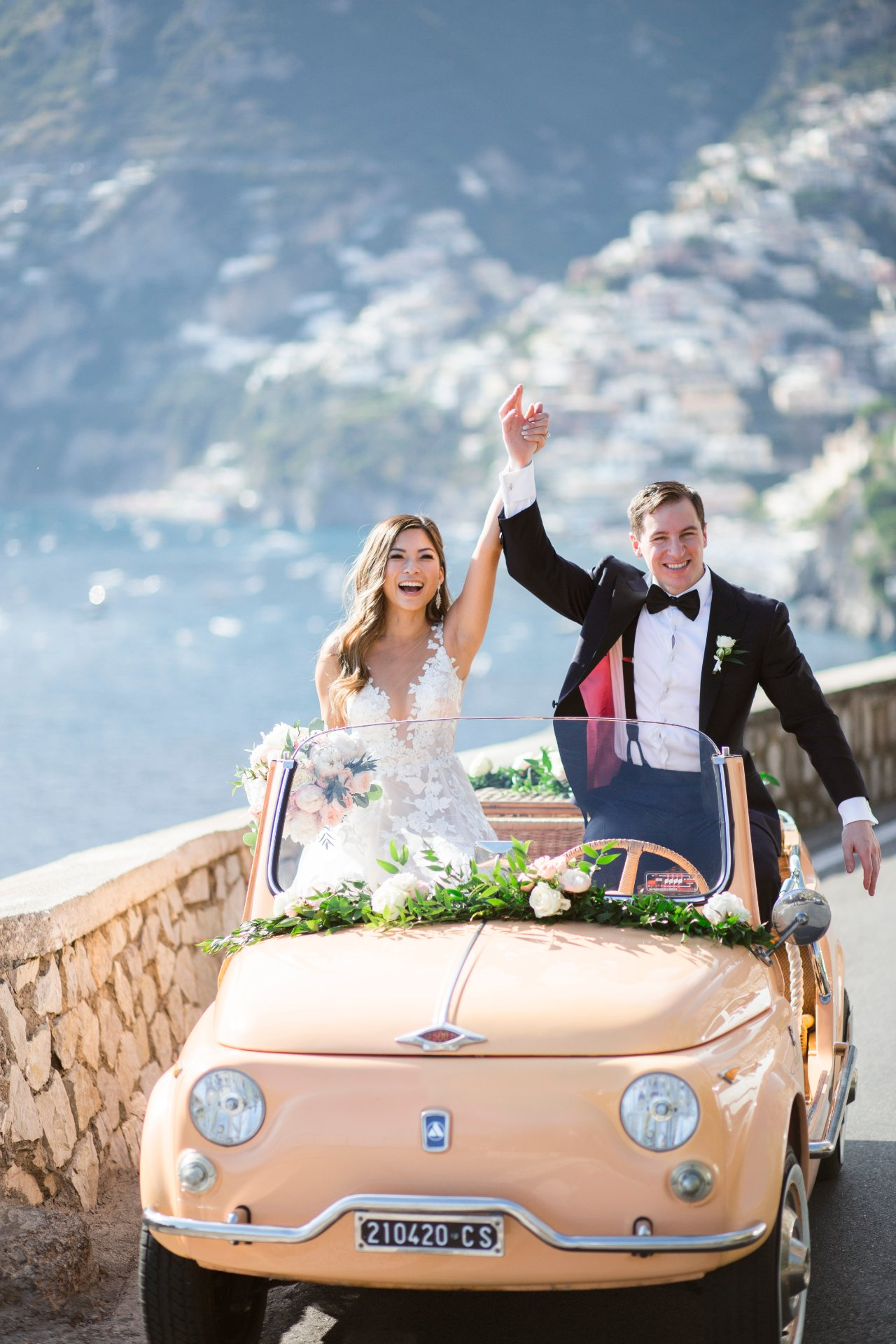 destination-wedding-positano-fiat-500-salmon