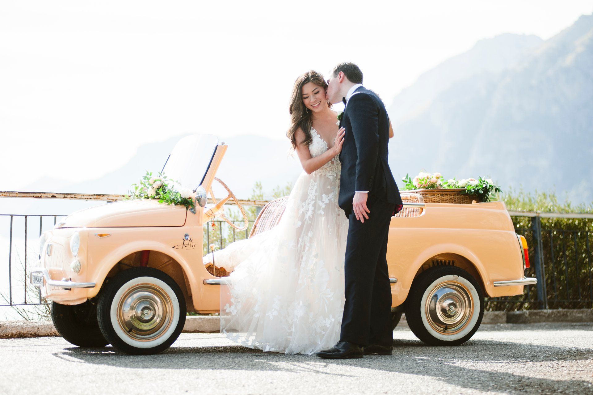 destination-wedding-positano-flowers-fiat-500