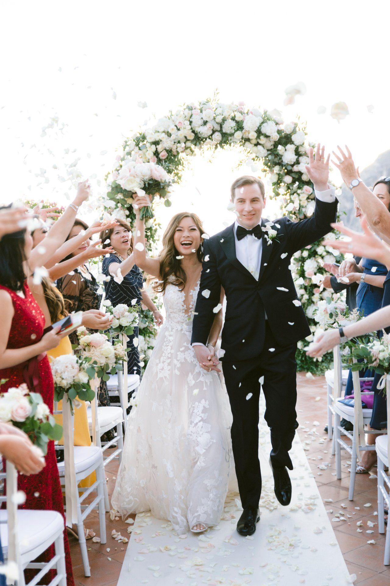 destination-wedding-positano-ceremony-confetti
