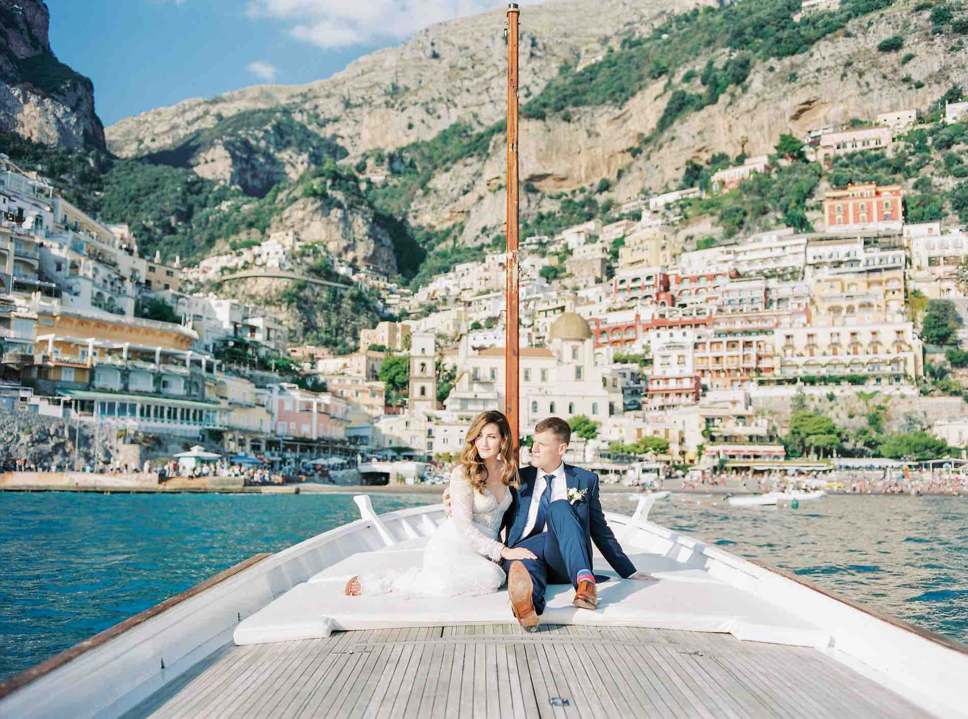 boat couple Positano