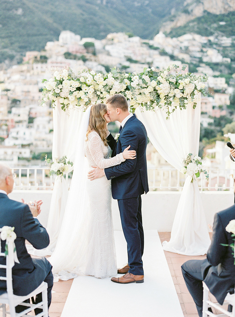 Intimate wedding in Positano - Flower arch for a micro wedding in Positano