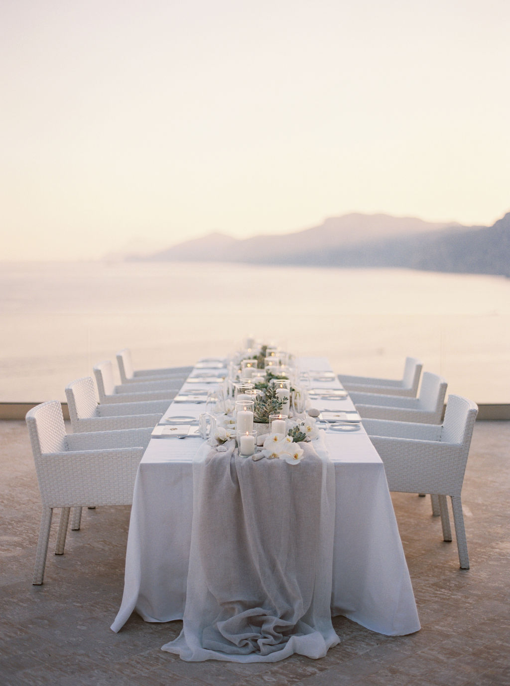 imperial table for an intimate wedding in Praiano